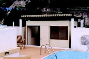 泳池畔小居室